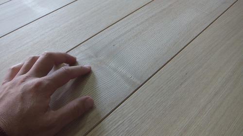 清涼たも(せいりょうたも)柾目幅広無垢一枚物フローリング3