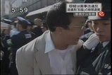 朝鮮総連家宅捜索(10月14日)9 警察官に噛み付く