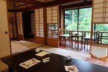 越後長野温泉「嵐渓荘」・ふた間庭側