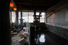 「湯の屋台村」・洗い場と浴槽
