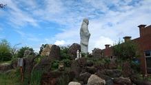 越後の里親鸞聖人総合会館西方の湯・親鸞さんの後ろ姿