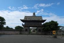 越後の里親鸞聖人総合会館西方の湯・お寺の門