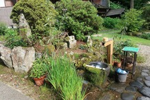 越後長野温泉「嵐渓荘」・玄関前のラムネ