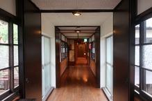 越後長野温泉「嵐渓荘」・2階のの通路