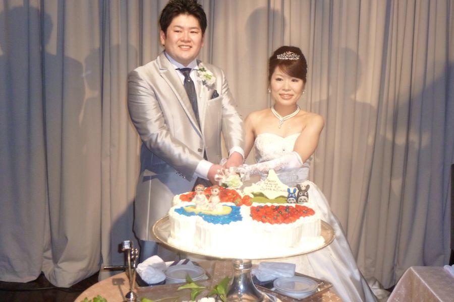 新郎新婦ケーキ入刀