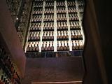 響 階段の壁に飾ってあるウイスキー