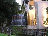夕暮れの滝