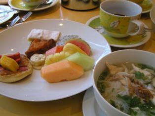 私の朝食 フルーツとフォー