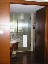 洗面所と右奥にトイレ