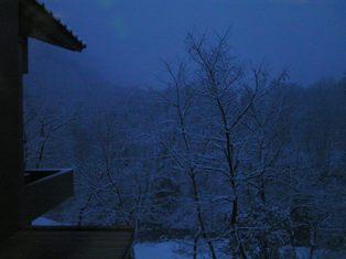 夜明けの雪景色