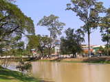 街を流れる川