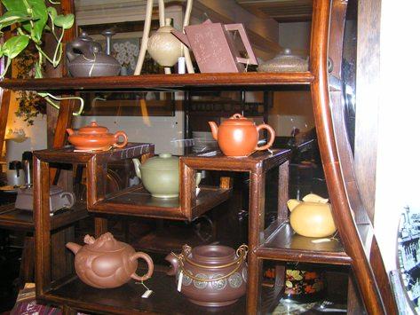 飾り棚の茶器