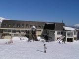 スキー場前の施設
