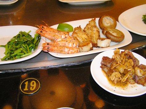 海老 白身魚 牛肉 空芯菜