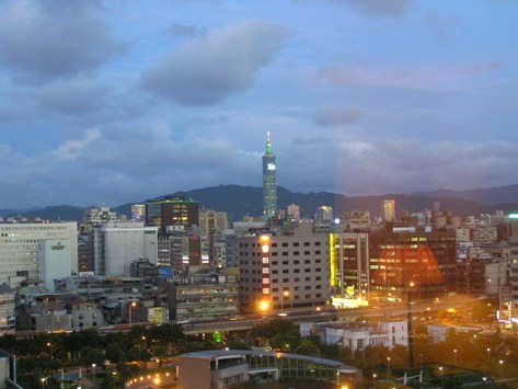 夕暮れの台北市内