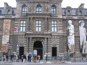 ルーブル美術館入口