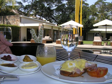 早朝観光から帰ってきてゆっくり頂いた朝食
