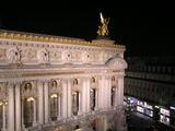 部屋から見る、夜のオペラ座
