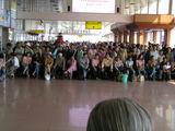 空港のお出迎えの人々1
