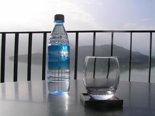 ホテルのお水(無料)です!