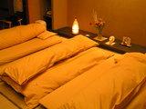 お布団の敷いてある夜のお部屋