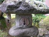 家紋(抱き茗荷)入りの灯篭