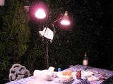 夜のテーブル