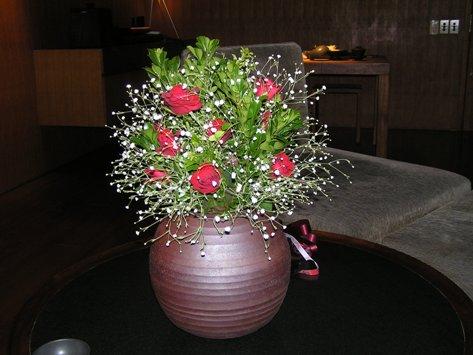 頂いた薔薇を飾ってもらいました。