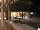 回廊から見た夜のロビー