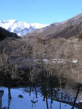 窓から見える谷川岳