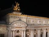 部屋から見た夜のオペラ座