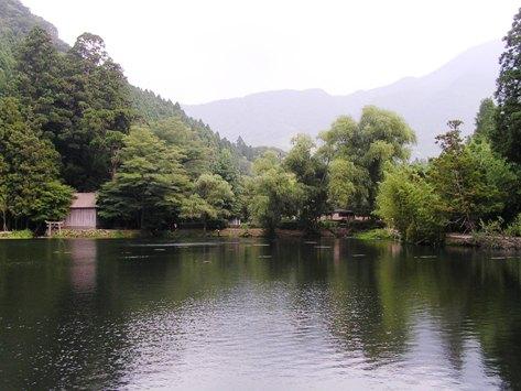 夕暮れの金燐湖