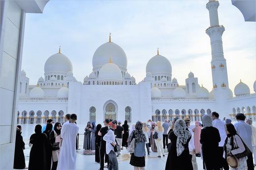 モスク正面から