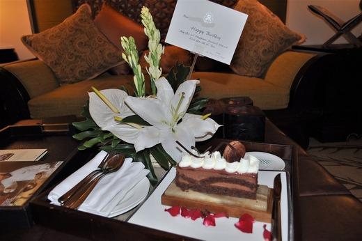 バースディケーキ、ホテルから