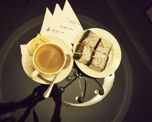 夜のおやつ お茶とブラウニー