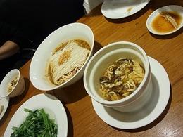 麺、スープ、青菜