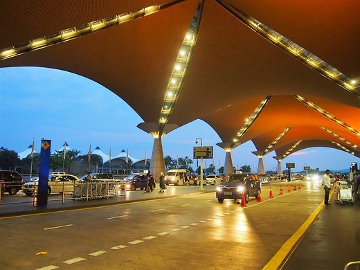 クアラ早朝空港