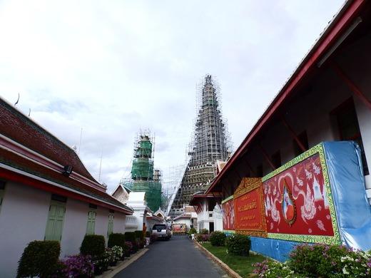 暁の寺院へ