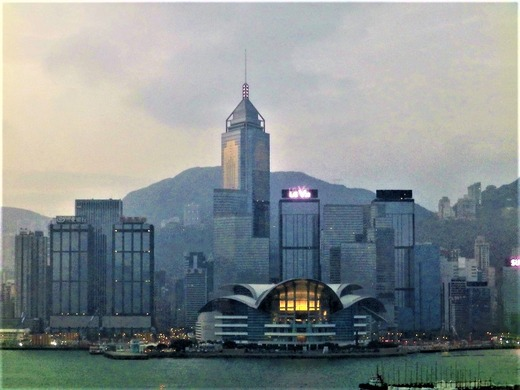 朝の香港島