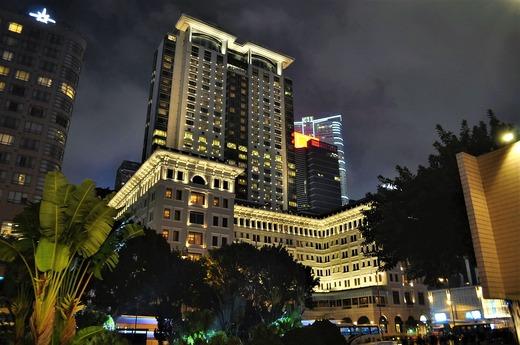 夜のペニンシュラホテル
