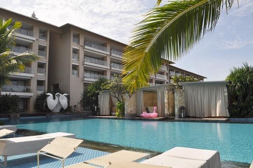 プールから見るカバナ3部屋