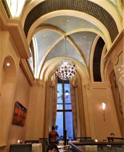 教会の様な天井