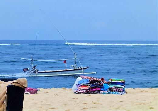 浜辺では布を売っていました