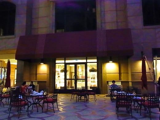 夕暮れのカフェ