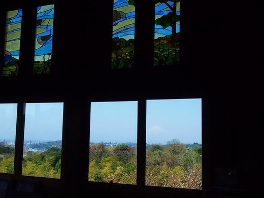 窓から富士山が