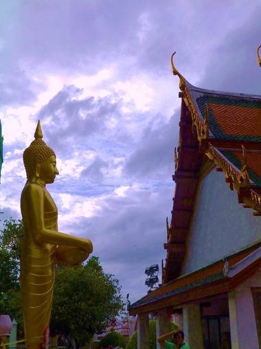 夕暮れの暁の寺院