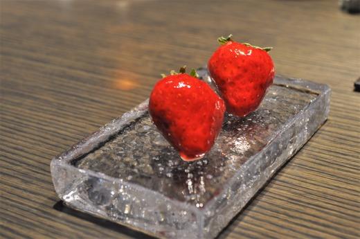 イチゴの飴掛け