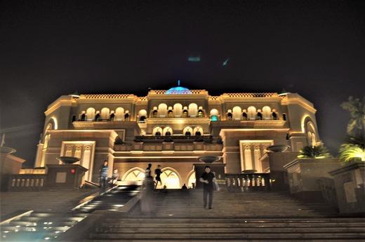 夜のホテル