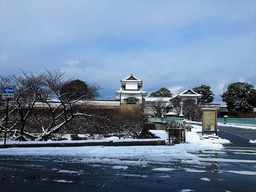 雪の金沢城
