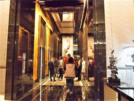 ホテル地上階入り口